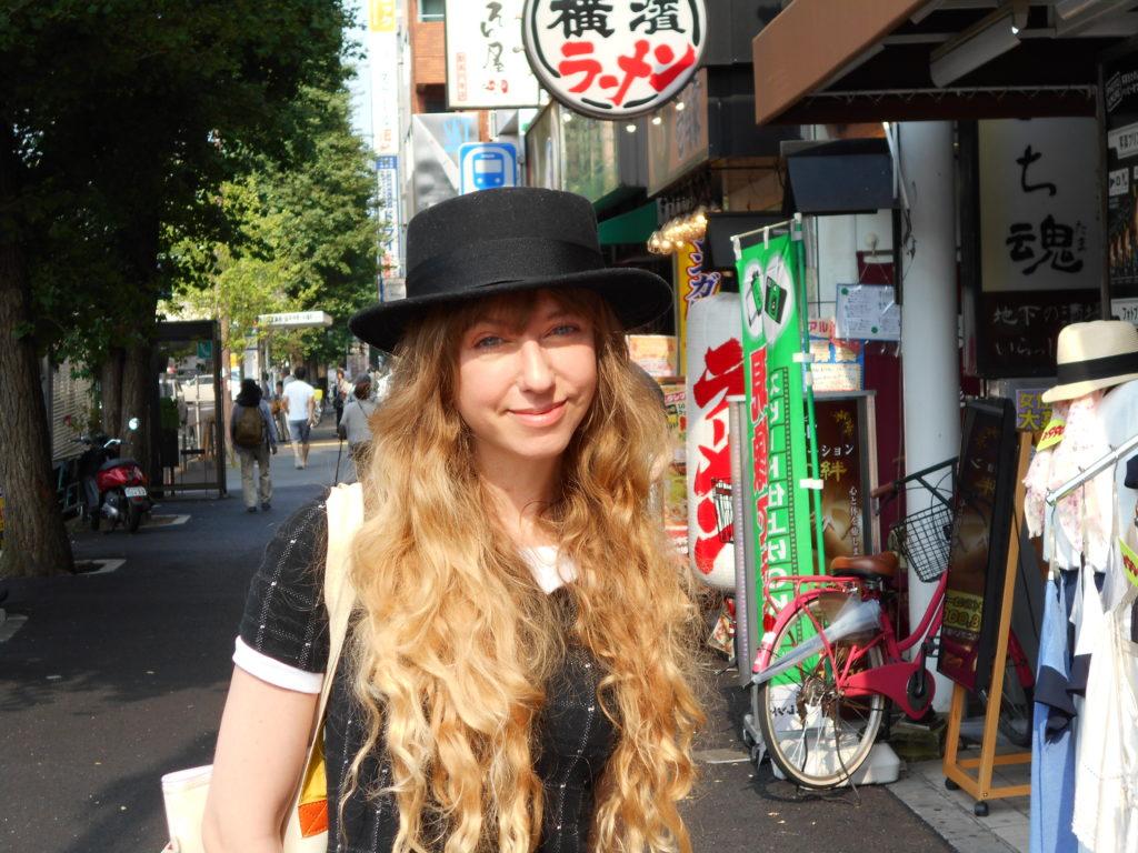 Åsa Ekström tecknar manga i Tokyo.